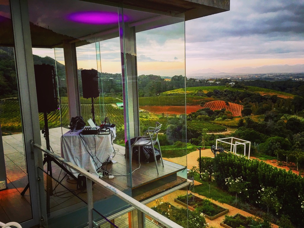 Top wedding singer DJ Ike at Beau Constantia wedding Elena and Mark